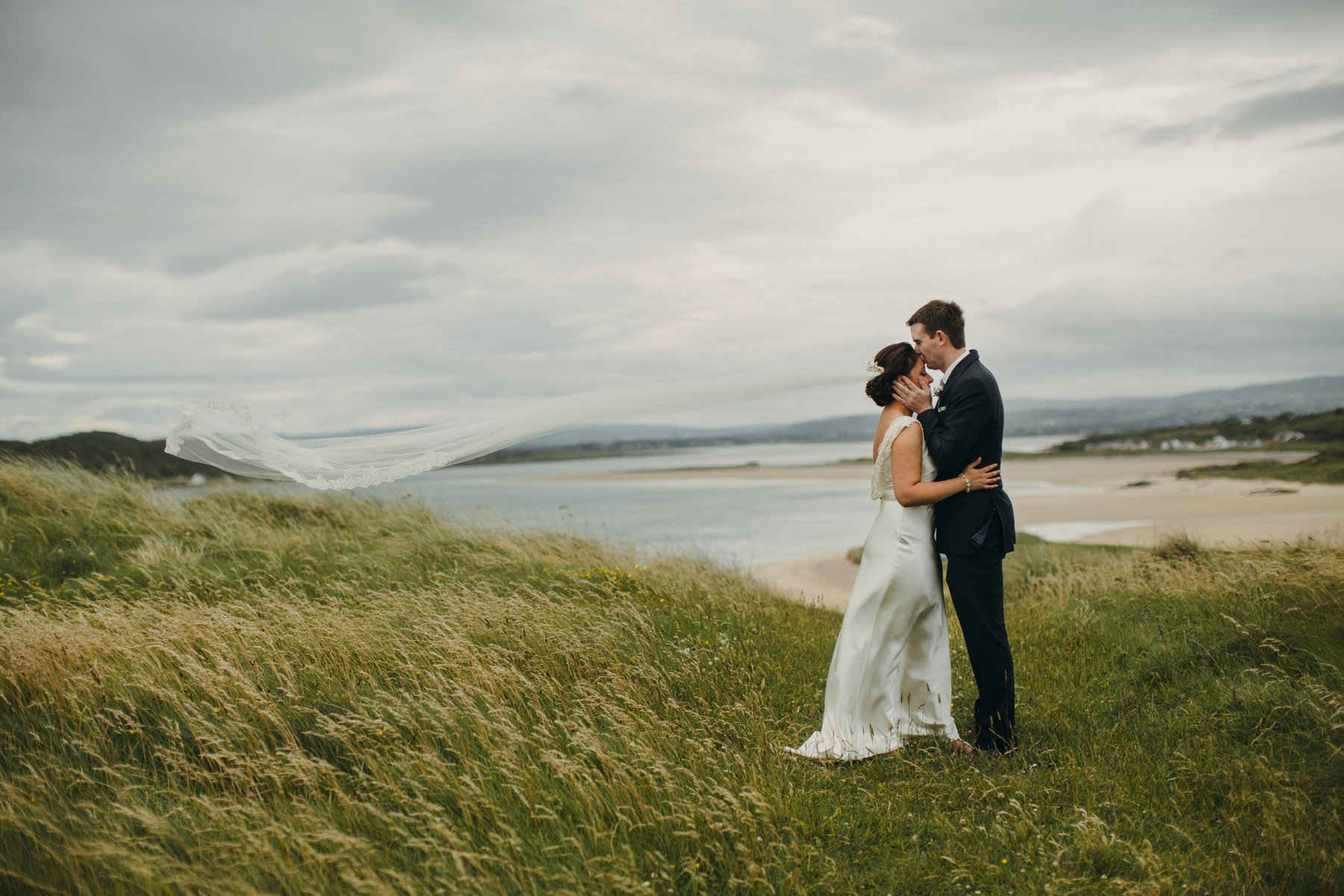 Hannah and Neil\'s coastal Donegal wedding, captured by Paula O\'Hara ...