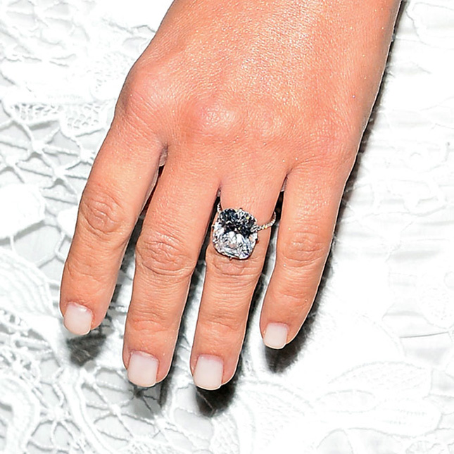 kim-kardashian-engagement-ring-lookalike-intro