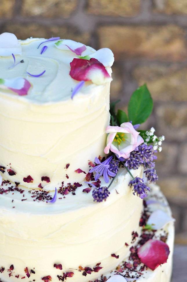 Wedding-cakes-ireland-flour-artist