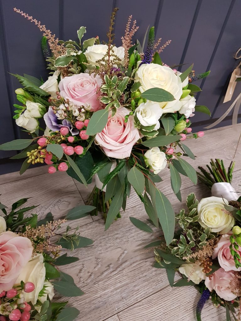 What wedding flowers bouquet style is popular in summer? I'm working on a number of summer weddings at the moment and the natural look and just picked style ...