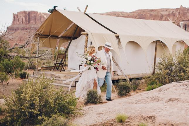 laura goldenberger wedding photography chloe moore photography california wedding festival wedding desert wedding