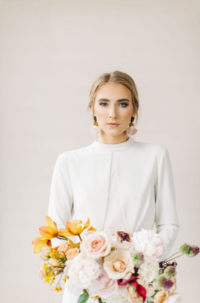 Wedding makeup tips for doing it yourself confetti along with enough allocated time make sure you also have a serene and clear space for you to do your makeup the last thing you want is a hectic workspace solutioingenieria Gallery