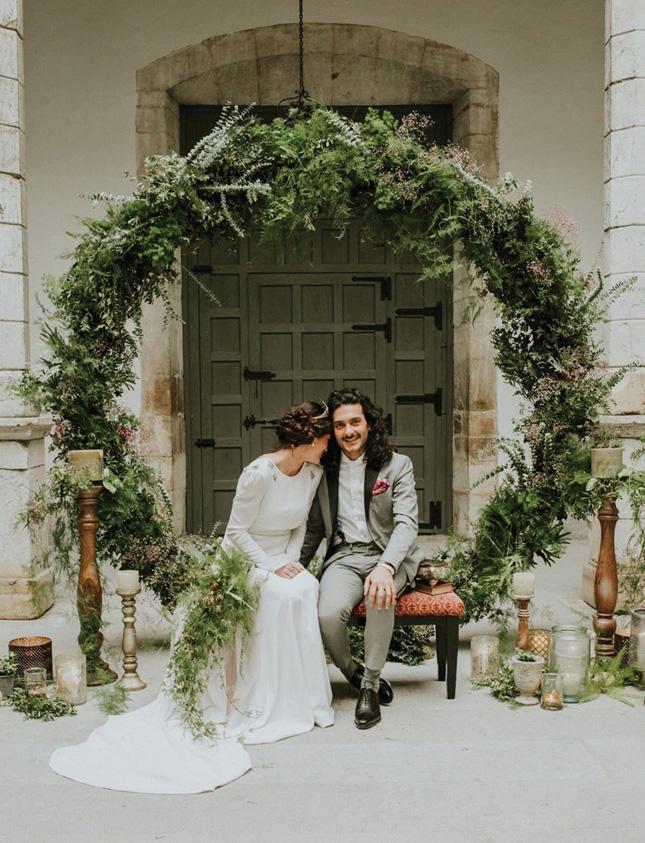 Surprising Wedding Wreaths Are The Perfect Winter Wedding Decor Trend Download Free Architecture Designs Remcamadebymaigaardcom
