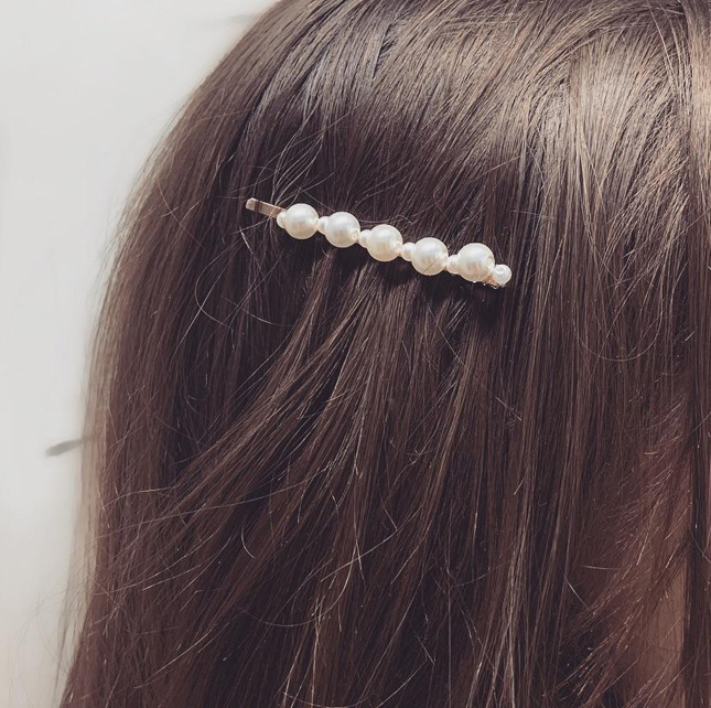 Pearl hair slides