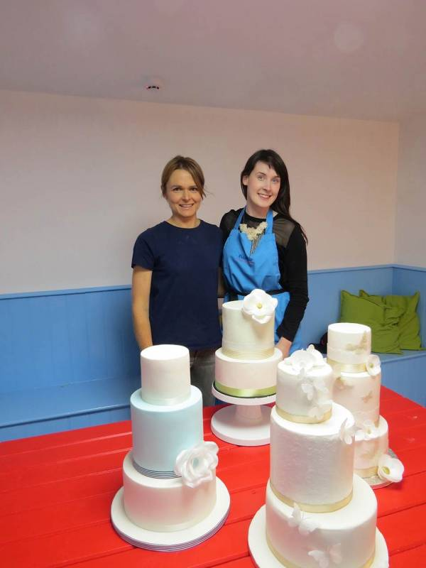 Cake Decorating Classes In Galway : DIY Bride   Would You Decorate Your Own Cake? Confetti.ie